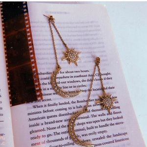 🌙 💫 Dangly celestial moon & star earrings 🌙 💫